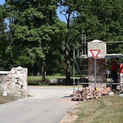 Vārtu stabu rekonstrukcijas projekta sākums